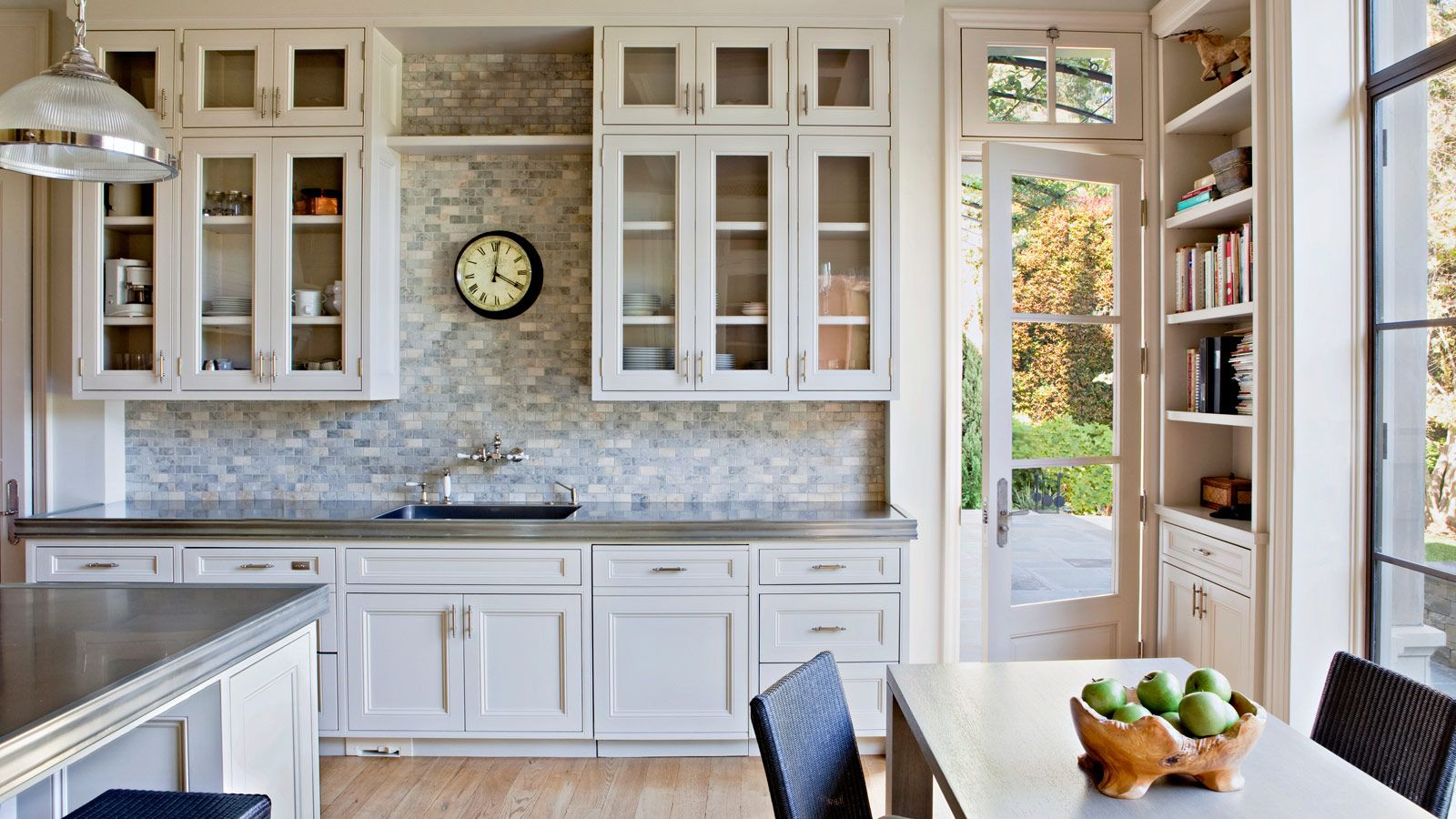 A gorgeous, light-filled kitchen in the Bristol Circle Residence by architect William Hefner