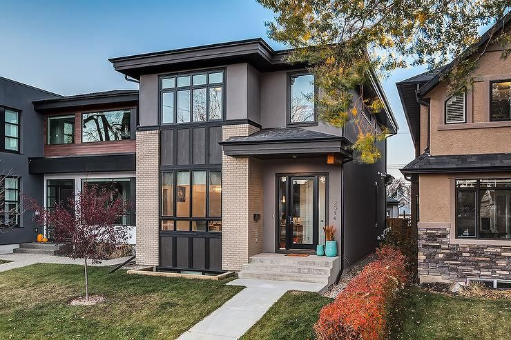 This 2 Story Modern House Has So Much To Offer From Its Two Toned Exterior Detailing With Its Gray Stucco Ext House Exterior White Exterior Houses Stucco Homes