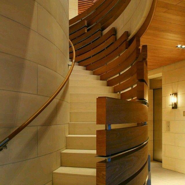 Creativo dise o de escalera a base de madera con un gran - Pasamanos de madera modernos ...