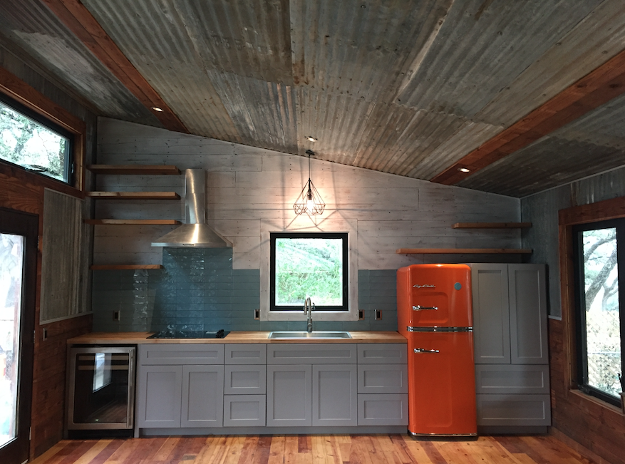 Retro Inspired Texas Modular Cabin Constructed Out Of Reclaimed Barn Wood And Corrugated Metal By Reclai Pre Manufactured Homes Tiny House Living Little Houses