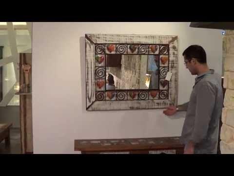 מראה מיוחדת בעבודת יד עם מסגרת מעץ ממוחזר בשילוב עבודת פרזול ממתכות ממוחזרות.  ניתן להזמין לפי מידות ועם מוטיבים שונים.