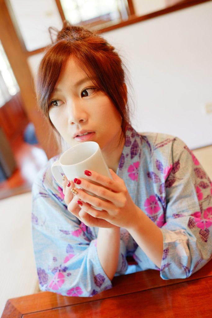 [フリー画像素材] 人物, 女性, アジア女性, 和服 / 着物 / 浴衣, 台湾人, モデル:YUMI, カップ, 旅館 ID:201401162300
