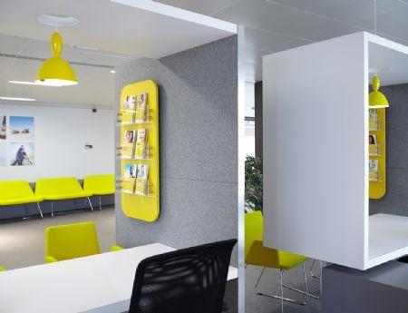 Architectura - Onafhankelijk Ziekenfonds Antwerpen kleurt geel / GIRSBERGER