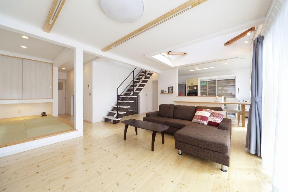 スタイリッシュなガレージと手作り感ある室内 自宅で インテリア