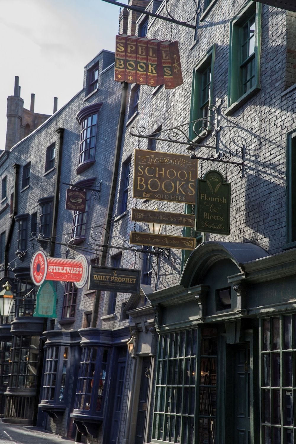 photos sneak peek into diagon alley as universal orlando prepares its grand unveiling. Black Bedroom Furniture Sets. Home Design Ideas