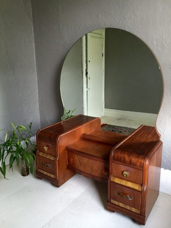 vintage vanity dresser with mirror. Art Deco 1930 s Waterfall 5 drawer vanity dresser with original bakelite  hardware and huge amazing rounded mirror It has been used shows normal signs Loading Round mirrors deco Dresser