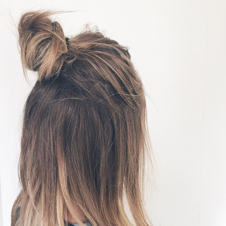 Halfbun hairstyle noholita.fr Coiffure mode, Idées de