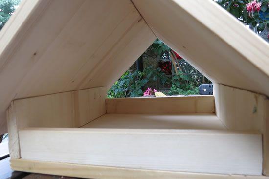vogelfutterhaus selbst gebaut garten pinterest vogelfutterh uschen selbst bauen und. Black Bedroom Furniture Sets. Home Design Ideas