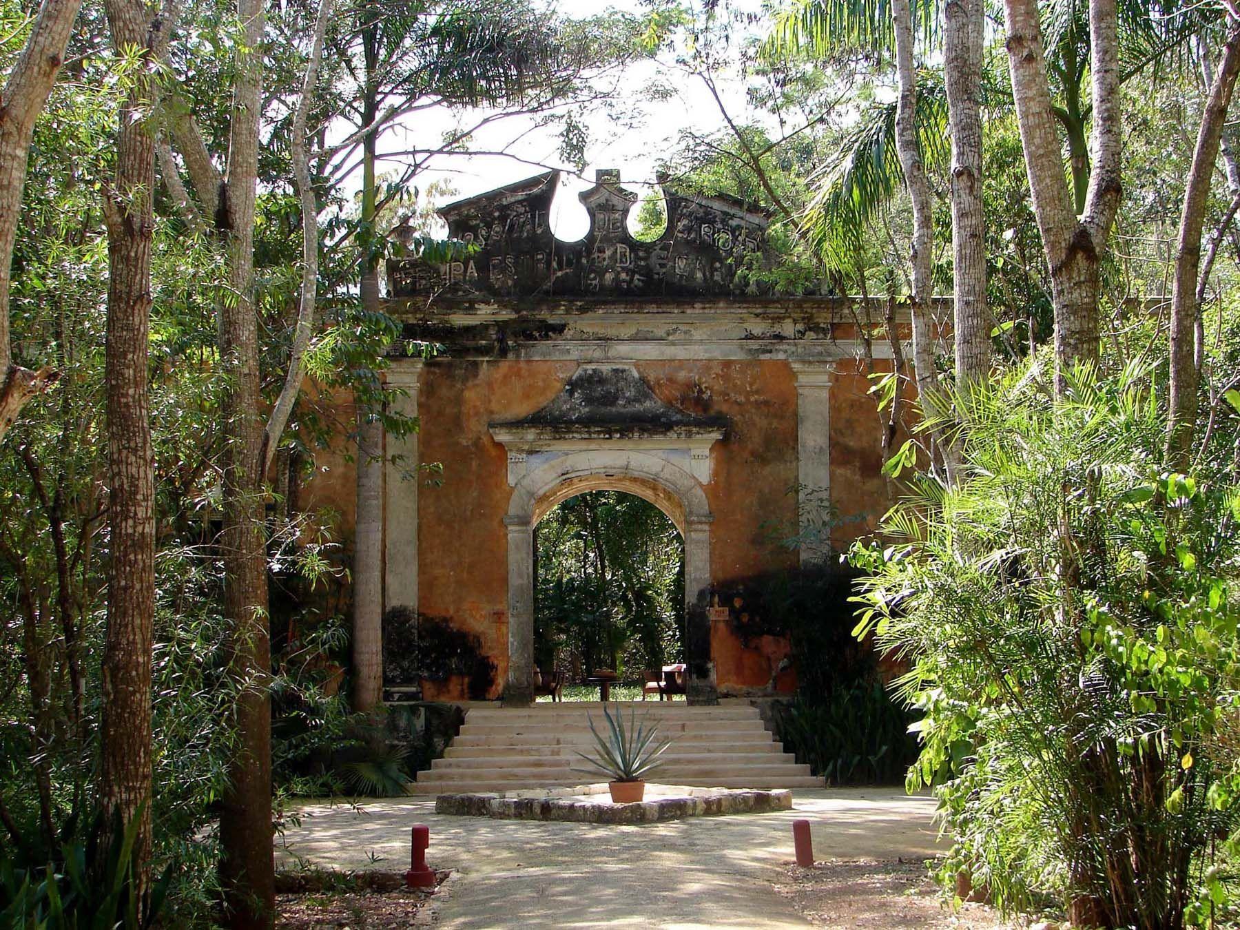 Mexican haciendas old mexican hacienda architecture for Hacienda home builders