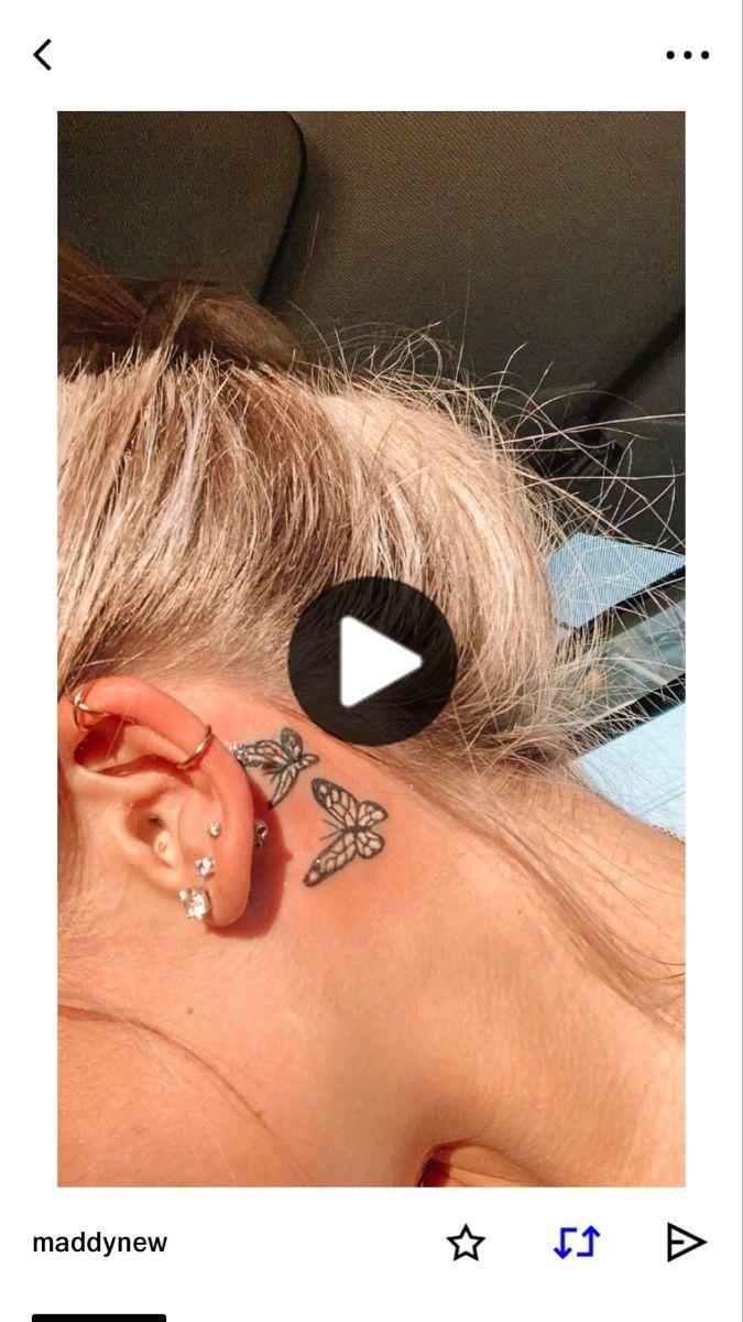 蝶のタトゥー耳! in 2020 Small tattoos, Butterfly tattoo, Ear tattoo
