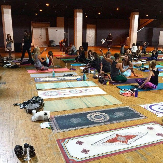 La Vie Boheme Yoga representing ✌️#printedyogamats #laviebohemeyoga #yogaeverydamnday @yoga_girl #theshrine