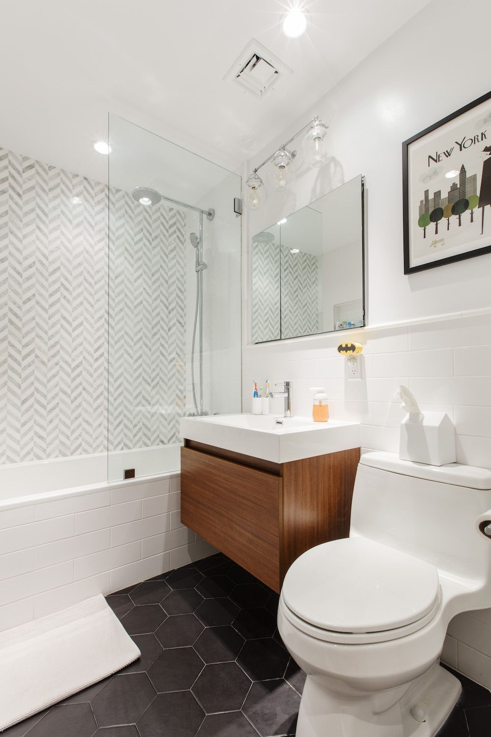 Renovating to Stay in a Well-loved Neighborhood | Small bathroom ...