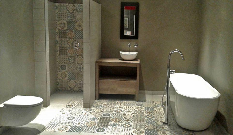 Badkamer inspiratie tegels met patronen breken de ruimte