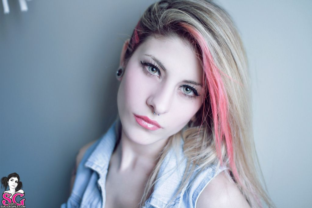 clareon suicide girl