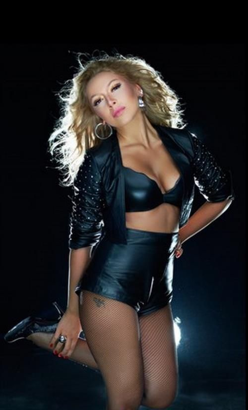 Hadise, representing turkey in the 2009 eurovision song contest.