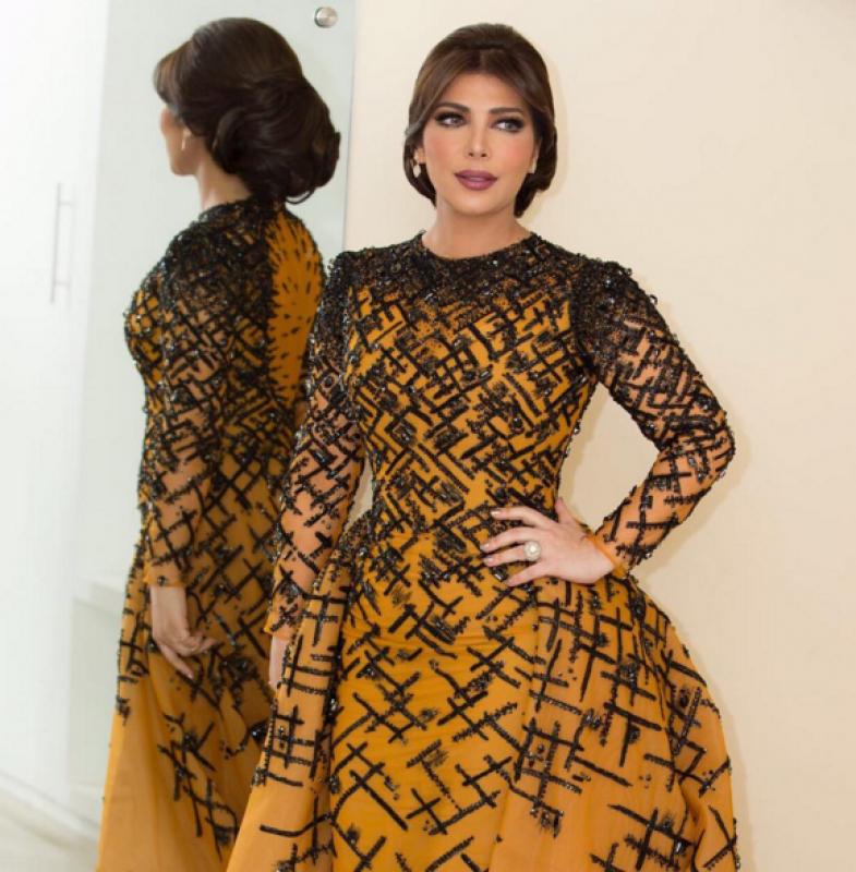 موديلات فساتين انستقرام للسهرة استوحيها من النجمات العرب مجلة هي Dresses Fashion Long Sleeve Dress