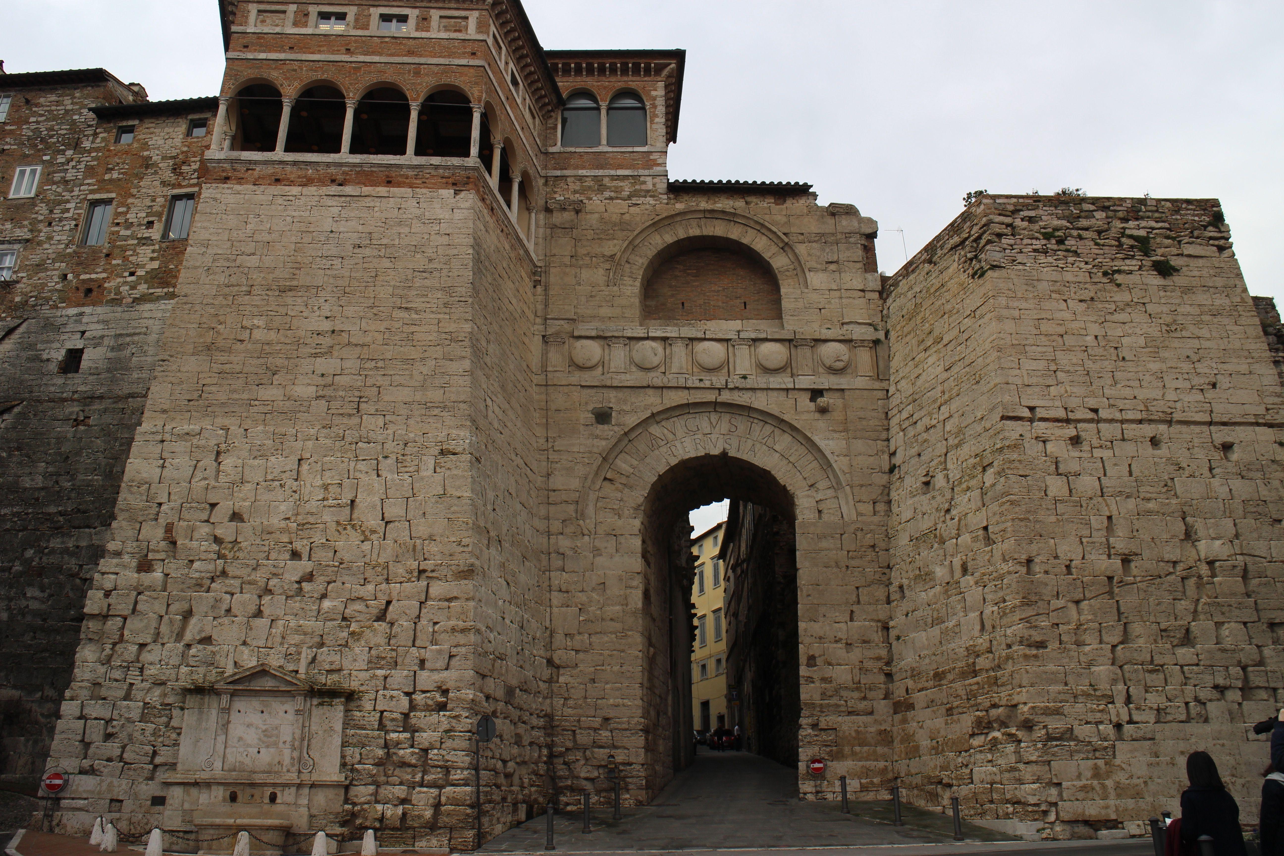 Arco Etrusco Perugia エトルリア門 ペルージャ ペルージャ ペルー