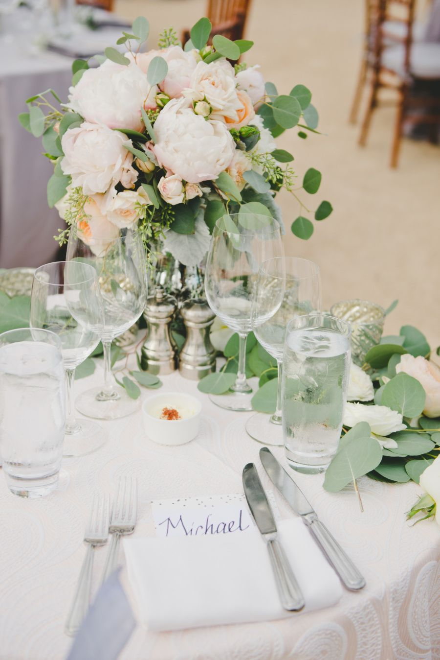 La Tavola Fine Linen Rental: Trouseau Petal | Photography: onelove photography, Coordination: Napa Valley Custom Events, Floral Design: Julie Stevens Design