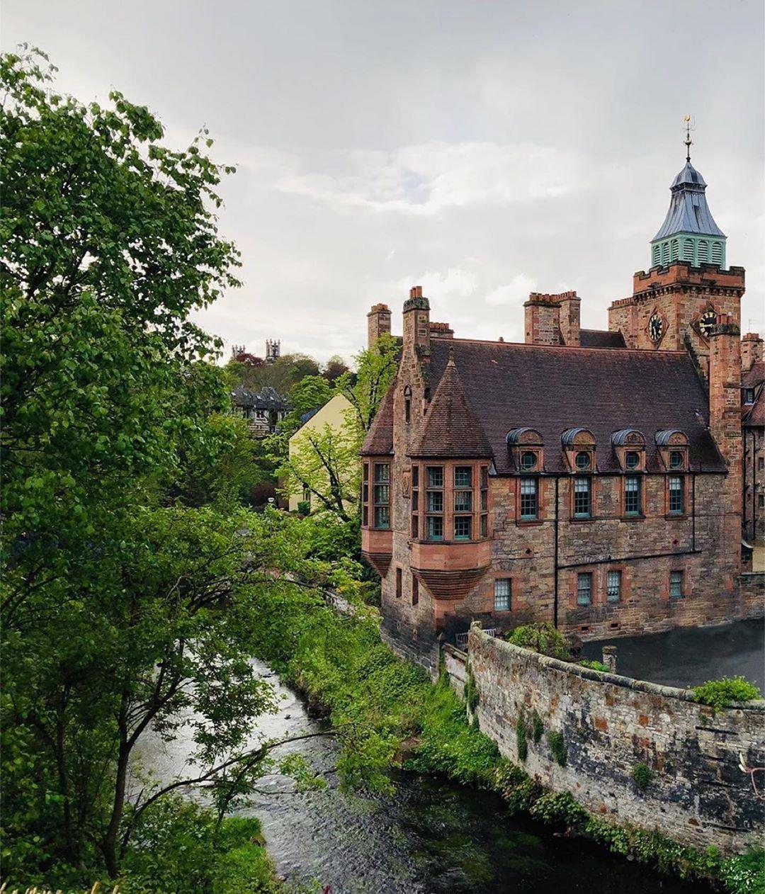 Credit to @edinburghclicks : EdinburghClick by 📸 @wignerpix 🥇 Selected by @pandeyrr  🥇🏆CONGRATULATIONS 🏆🥇 💐❤️ BEAUTIFUL SHOT ❤️💐  #edinburgh #edinburghcastle #edinburghlife #edinburghbloggers #edinburghcity #edinburghscotland #scotland #travel #Travelgram #traveling #Travelphotography #travelling #travelblogger #traveler #traveller #travelingram #traveltheworld #travelblog #travels #traveladdict #travellife #travelpics #traveldiaries #TravelAwesome #trave