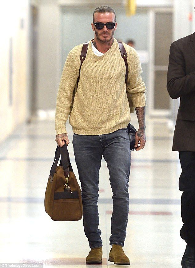 David Beckham montre son chignon après son atterrissage à New York   – My Man
