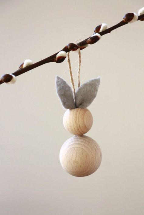 Osterbasteln: Ideen für Osterhasen aus Holzkugeln - Lavendelblog #loisirscréatifs