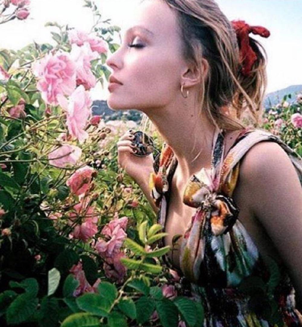 Google chrome themes johnny depp - La Fille De Vanessa Paradis Et Johnny Depp Ambassadrice De La Maison Chanel Vient
