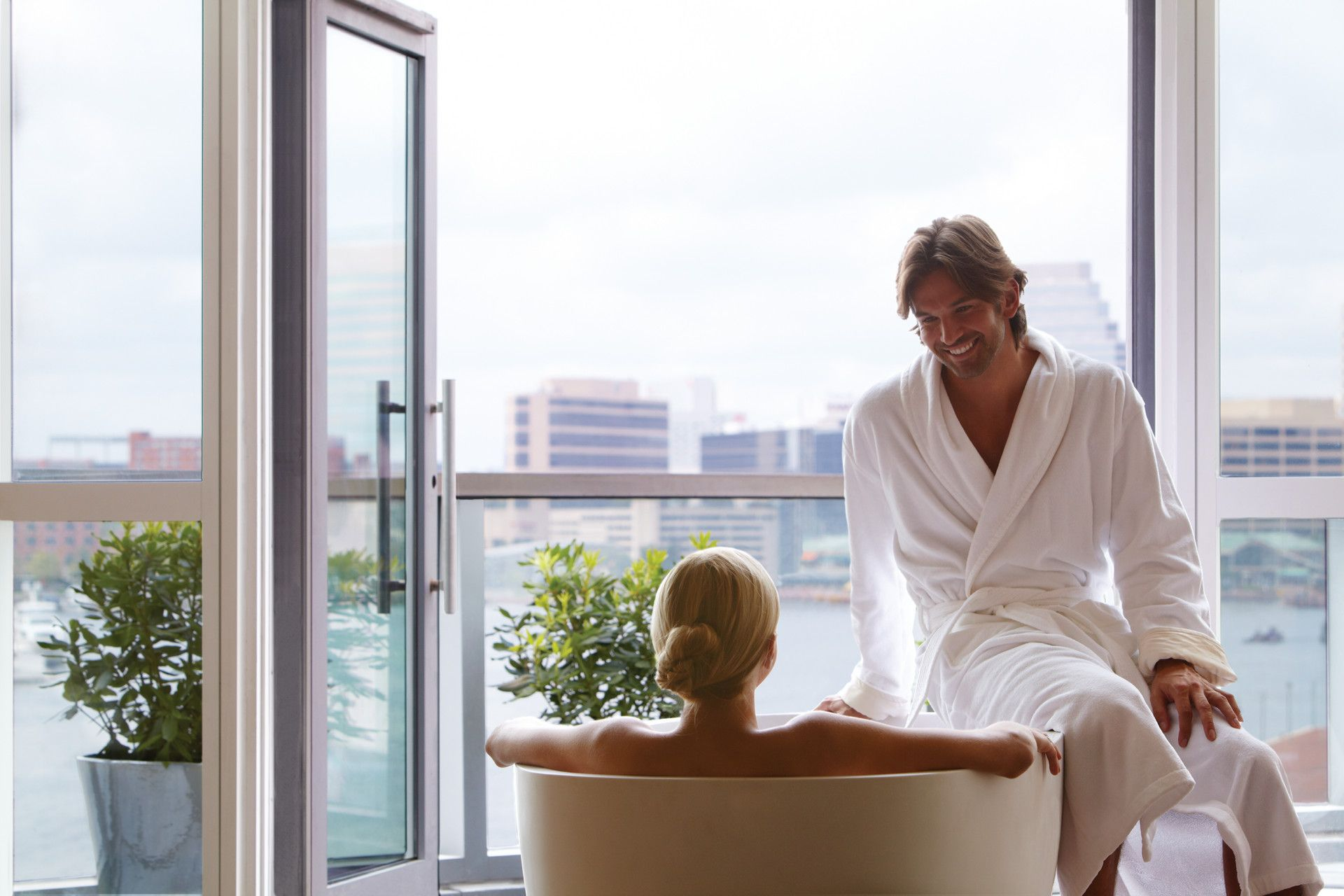Romantic couples getaway at the spa at four seasons hotel for Spa weekend getaways for couples