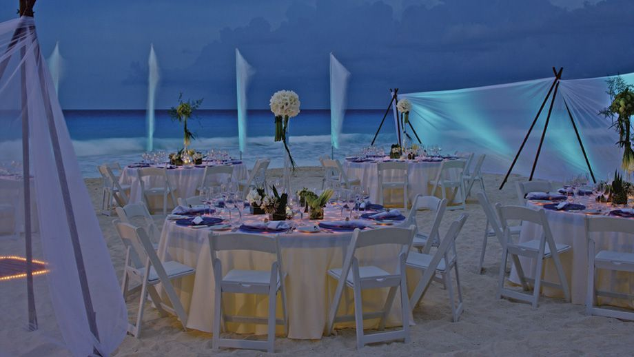 Dinner Decor Very Elegant At The Prestigious Ritz Carlton Cancun