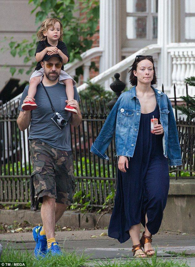 Olivia Wilde And Son Otis Celebrate Father S Day With Jason Sudeikis Dad Fashion Olivia Wilde Jason Sudeikis