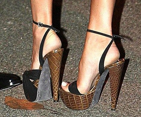 Hily Designs Las Famosas Que Mejor Llevan Sus Zapatos De Tacón Talones Zapatos De Tacon Zapatos