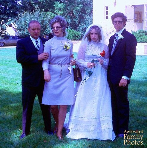 Mother Of The Bride Awkwardfamilyphotos Com Awkward Wedding Photos Funny Wedding Pictures Family Wedding Pictures