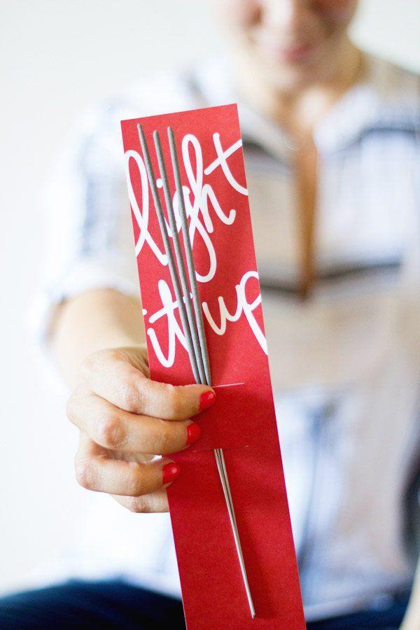 DIY 4th of July Sparkler Packs | lovelyindeed.com