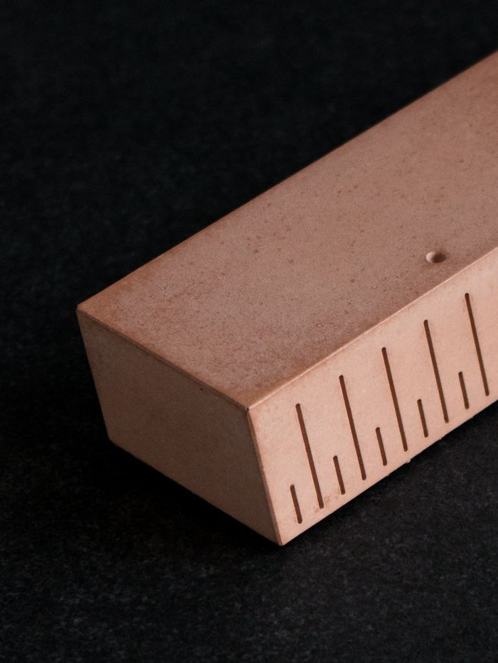 UKKO Rose - Concrete Paperweight with linear function