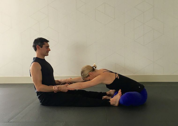 10 Partner Yoga Poses For A Strong And Flexible Relationship Partner Yoga Partner Yoga Poses Thai Yoga Massage