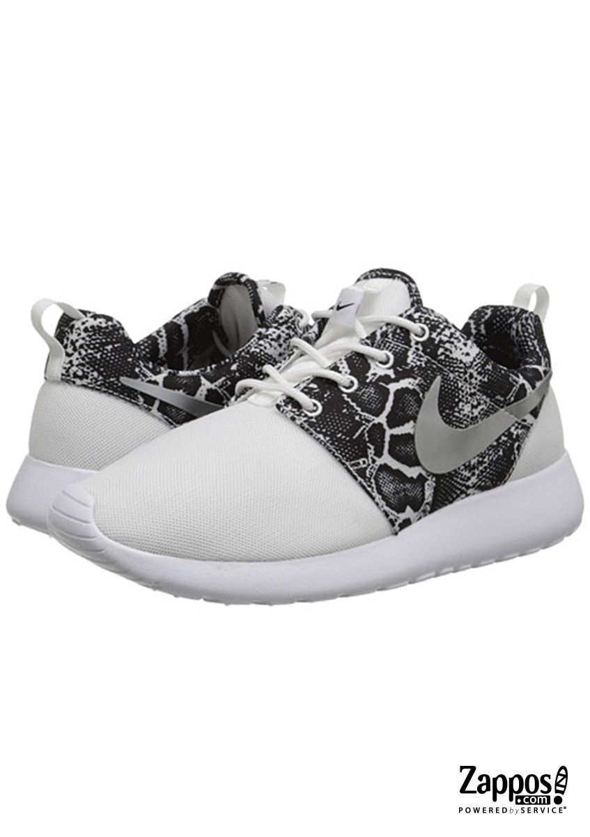 b5a13634ce7b Go from sweating it out at your weekly boot camp workouts to grabbing coffee  with your girls in these super cute snake-print Nike Roshe Run sneakers!