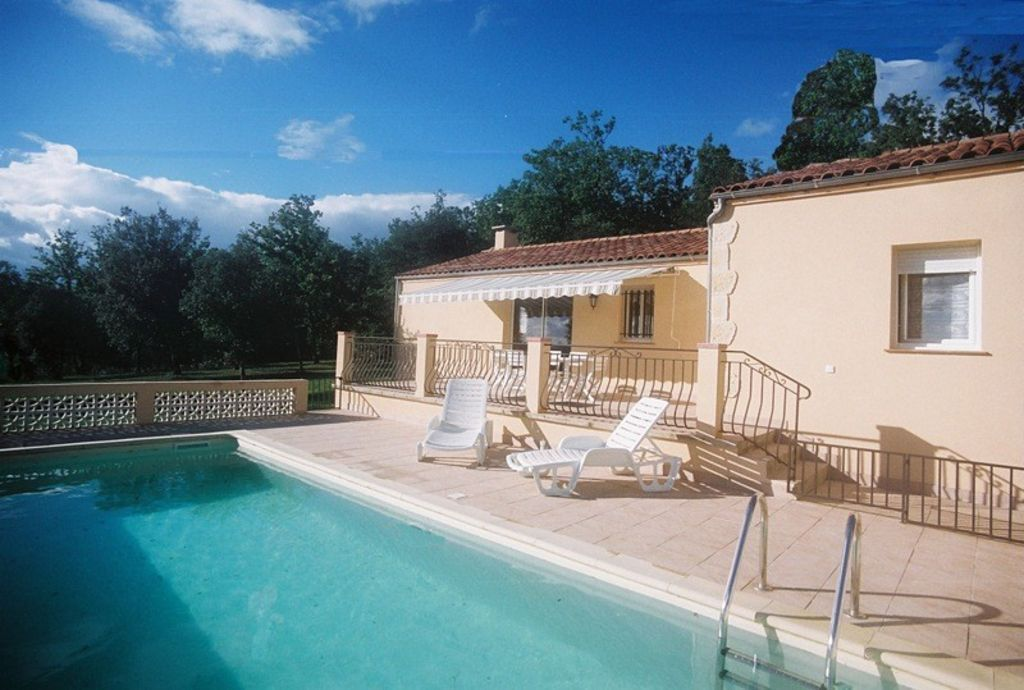 Schau Dir dieses großartige Inserat bei Airbnb an Lisbon Riverside - location saisonniere avec piscine privee