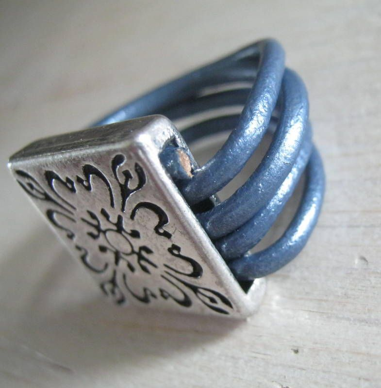 Ring square blue