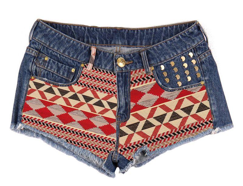 Bershka Shorts' vaqueros con tachuelas y tela multicolor