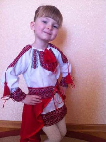 Вышитый украинский костюм для девочки