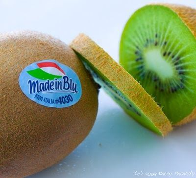 Is this Italian Kiwi organic? How about genetically modified?  It's easy to find out - simply read the sticker!   Produce stickers and label...