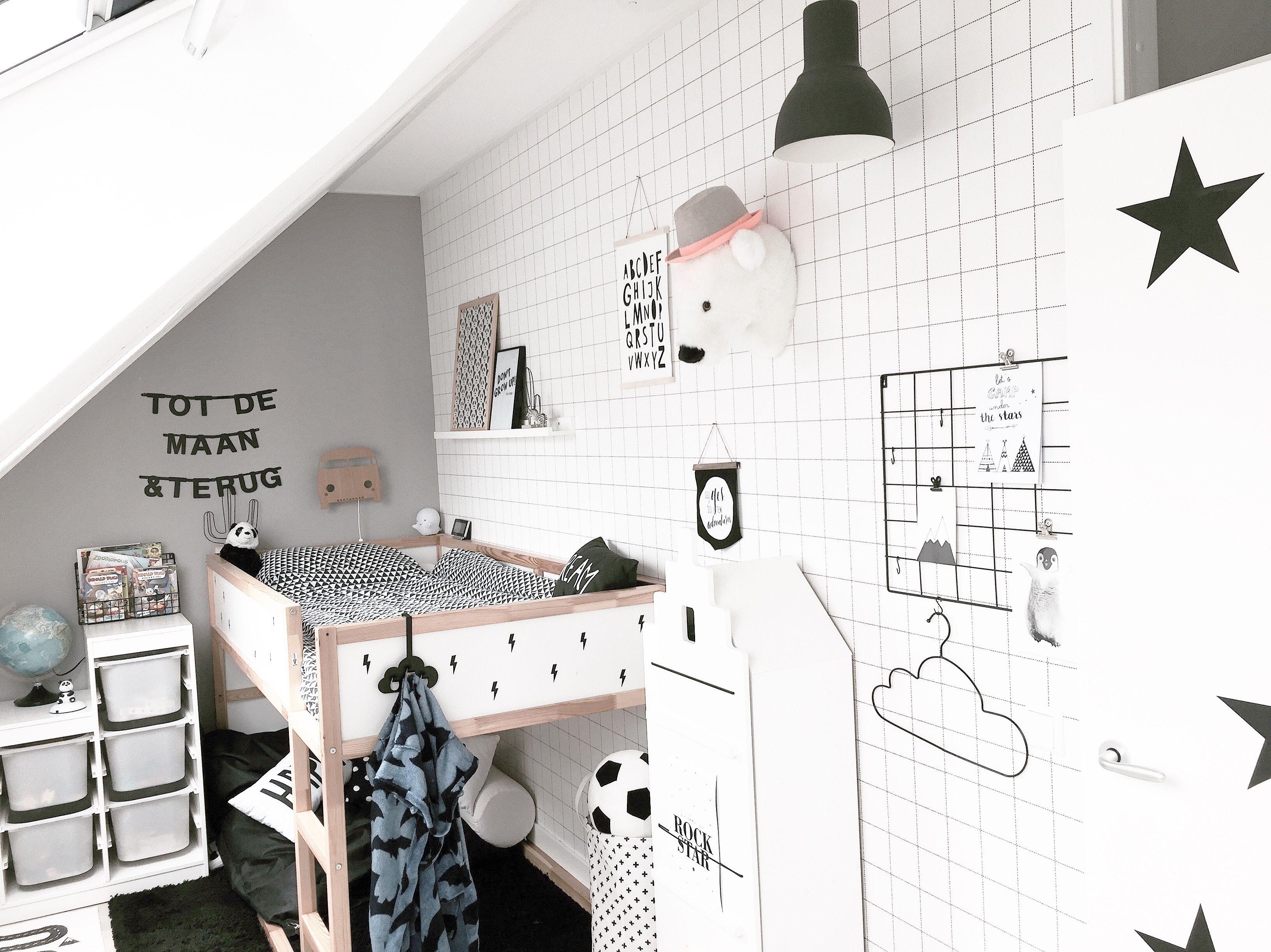 Boysroom | Ikea halfhoogslaper | Katwei Behang Grid | Huisnummer 8