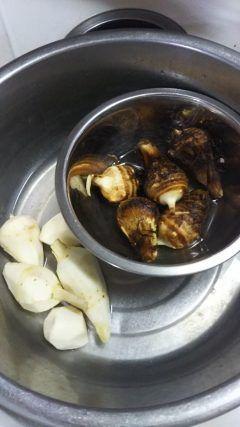 食欲の秋がやって来ました自宅の畑で取れた里芋ですどう調理しようかわくわくしていまーす tags[福岡県]