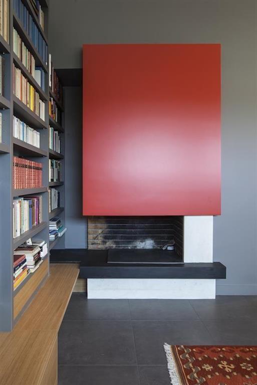 Bibliothèque contemporaine intégrant la cheminée | Foyer - Fireplace ...
