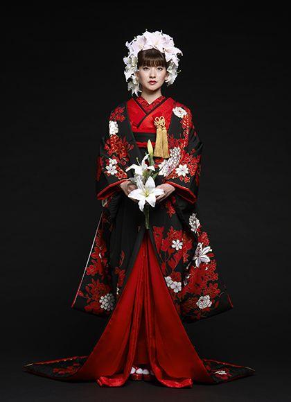 赤と黒でモードな印象に! ♡花嫁衣装 色打掛 黒の参考まとめ