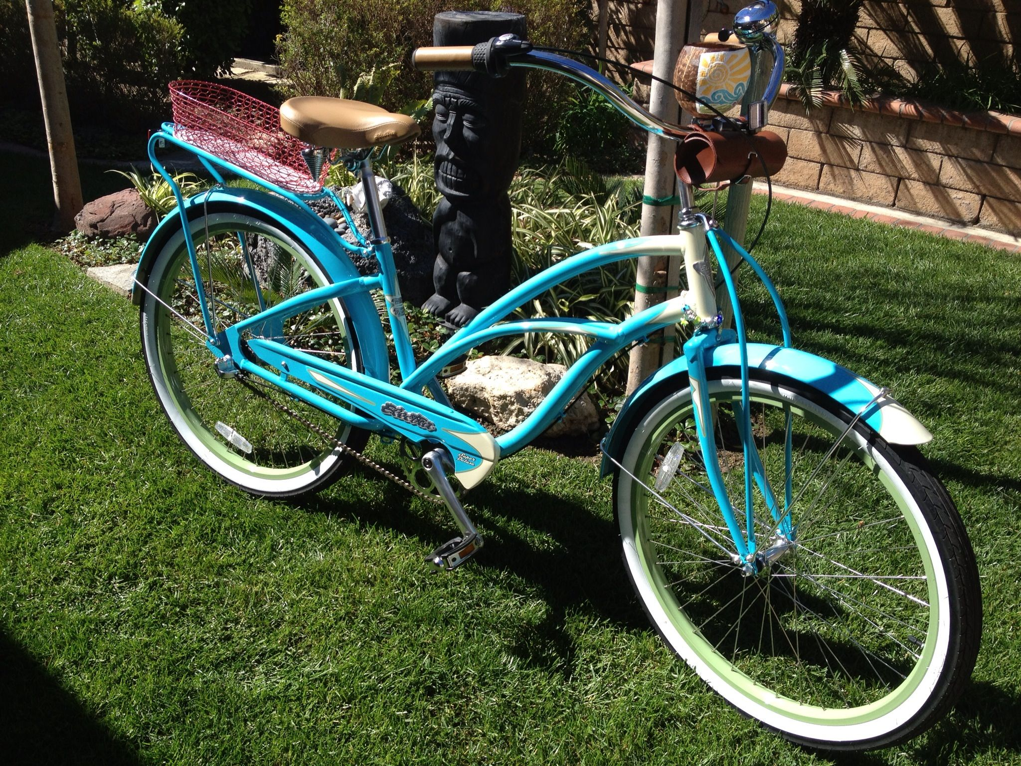 Super Deluxe Electra 3i Cruiser Bike With Coconut Cup Holder Also