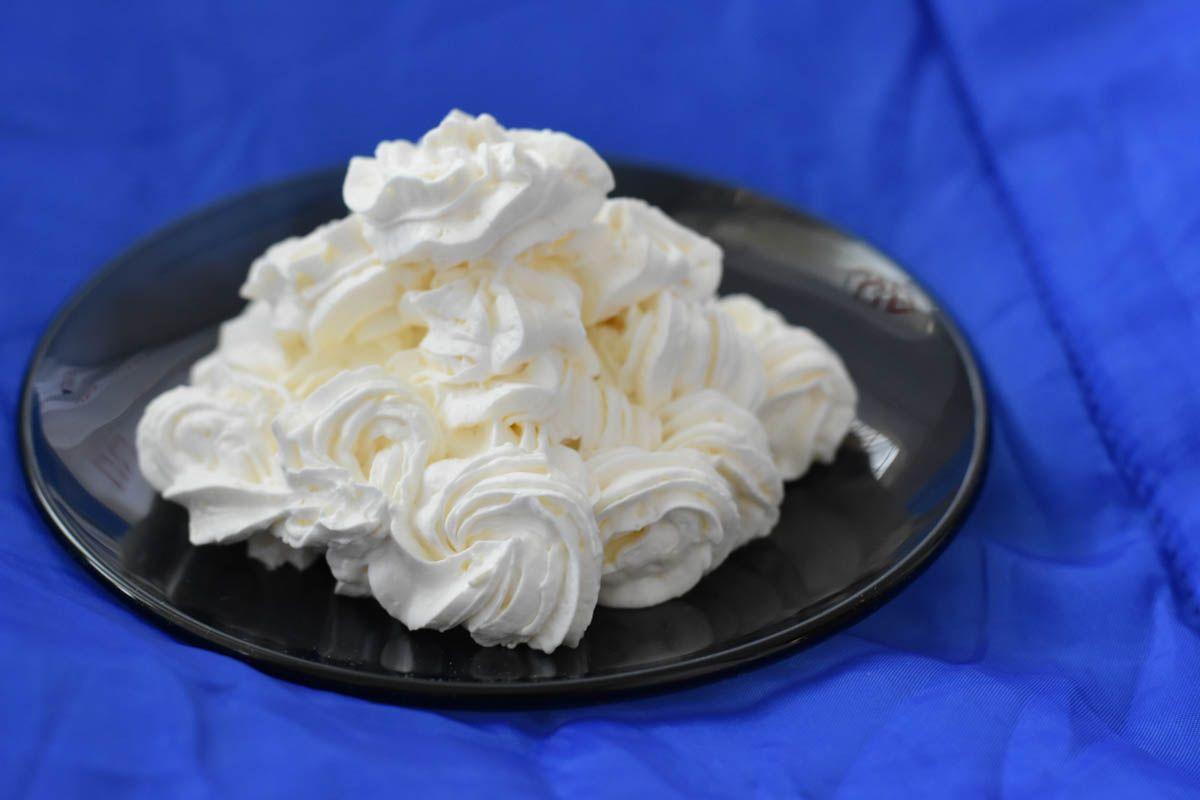 Crema cu gelatina si frisca