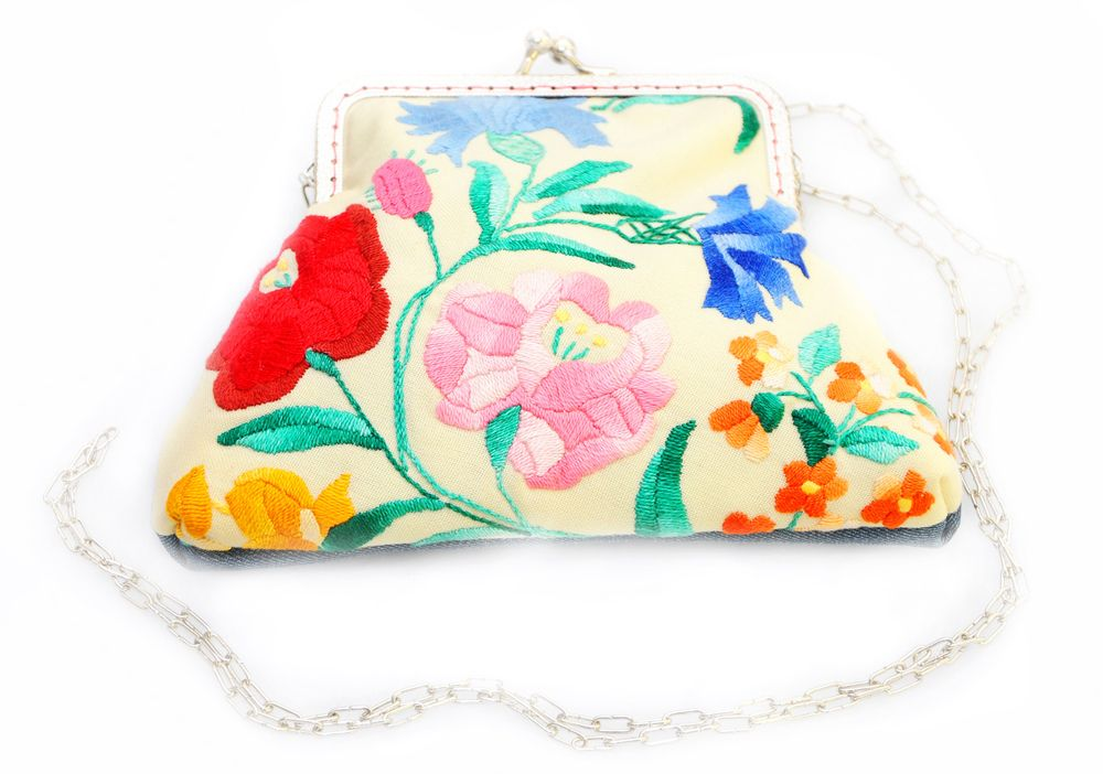 Old piece of embroidered tablecloth was recycled for this little bag. The back side is also recycled, from jeans. As needleworks are never the same there might be a bit of difference in the flower pattern. But I will send you photos so that you can see the embroidery in advance.Size: 13 x 19 cm