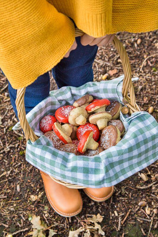 Die sind ja goldig ❤ Herbstliche Pilz Kekse mit Haselnuss backen   Leckeres Keks in Pilzform Rezept   Im Herbst backen und basteln   Mit Kindern backen #autumn #fall #diy #hack #cookies #bake #recipe