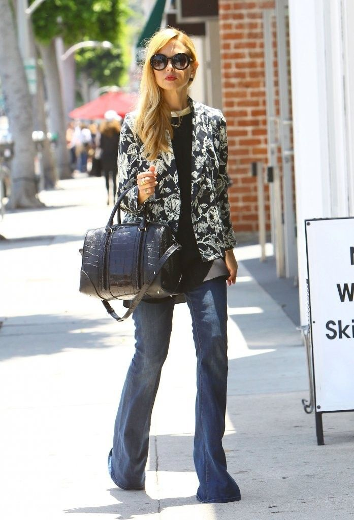 4b1e069391 Rachel Zoe looked summer ready in this sweet floral blazer