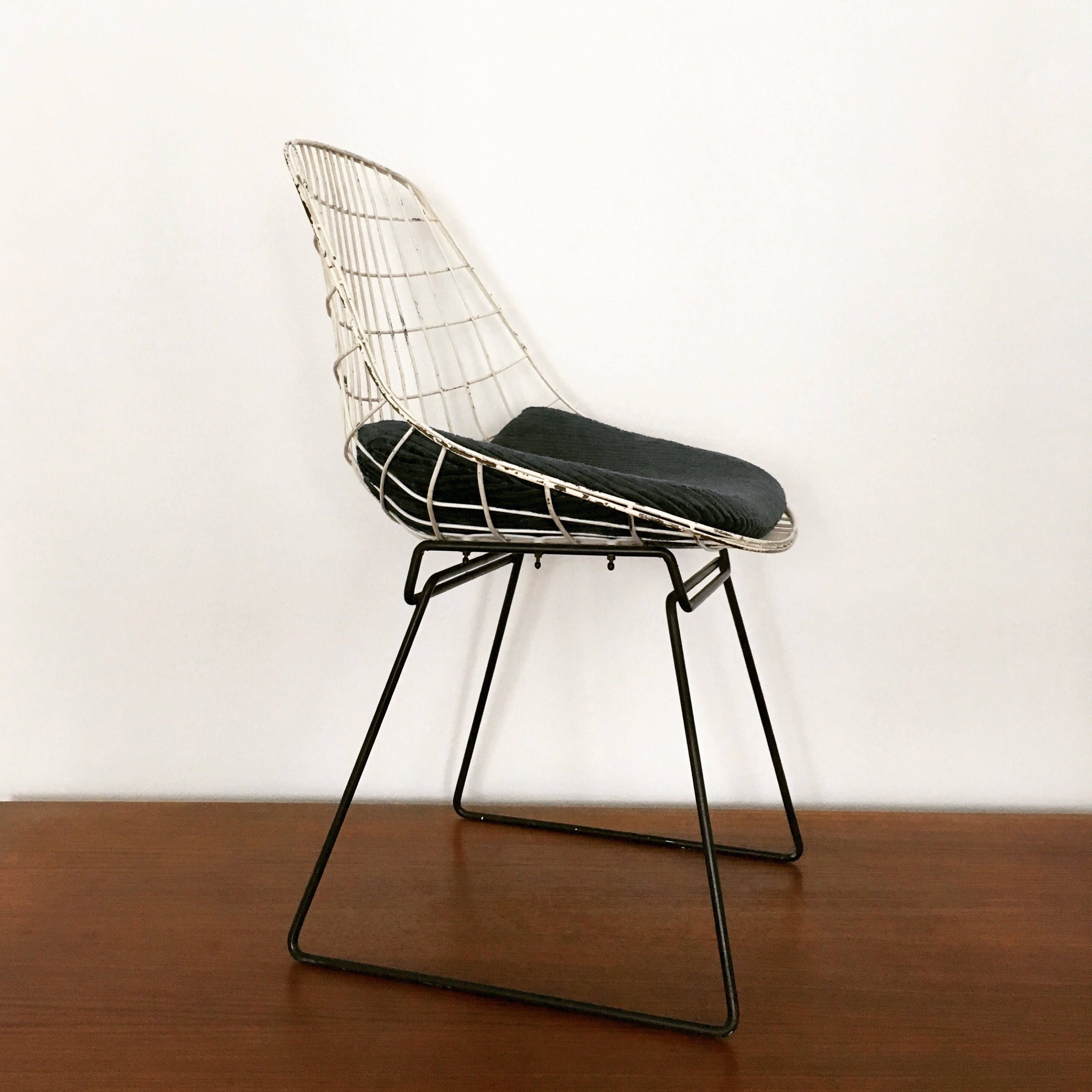 early and extremely beautiful harry bertoia side chair by knoll